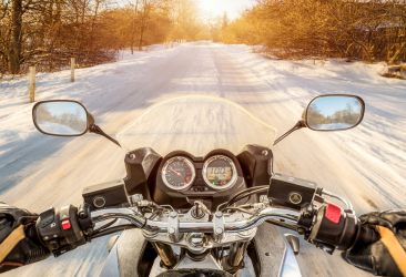 motociclista inverno